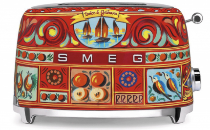 Toustovač TSF01DG (Dolce Gabbana × SMEG) z limitovaná edice Sicily Is My Love, cena 15256Kč, www.neimanmarcus.com