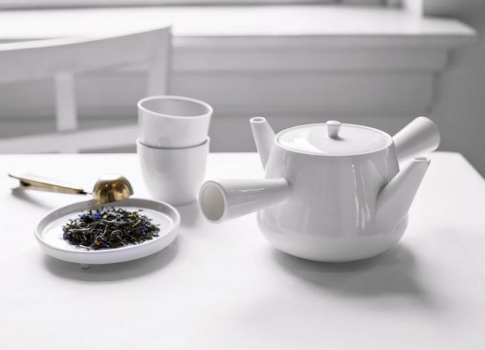 Droog (Richard Hutten), čajový porcelán, rozměry 25,5 × 19 × 11cm, cena 49 €, www.droog.com