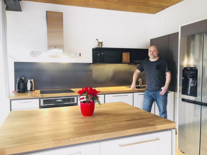 Do barevného řešení a materiálového sladění kuchyně se promítly představy majitele Radima Hladíka i zkušenosti a erudice architekta Lukáše Juřiny