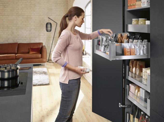 Potravinová skříň Space Tower (Blum), systém Legrabox – provedení nerez, povrch antifingerprint nebo ocel ve více barvách, cena na dotaz, www.blum.com/cs