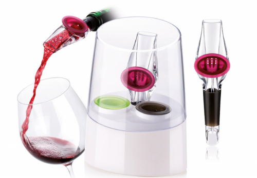 Provzdušňovač UNO VINO (Tescoma), rychlé provzdušnění všech typů vín, stojánek s transparentním víčkem pro přehledné podávání, cena 229 Kč, www.tescoma.cz