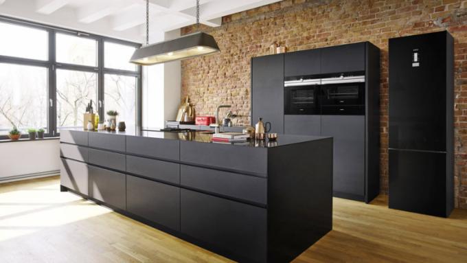 Vestavná trouba iQ700 HB655GTS1 (Siemens), energetická třída A+++, objem 71 l, 4D horký vzduch, výborně čitelný displej, snadné čištění díky speciálnímu materiálu stěn trouby, doporučená cena 23 990 Kč, www.siemens-home.bsh-group.com/cz