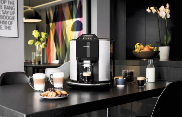 Automatický kávovar New Age EA907D (Krups), 2fázová technologie napěňování, výběr mletí, cena 27990Kč, www.mall.cz