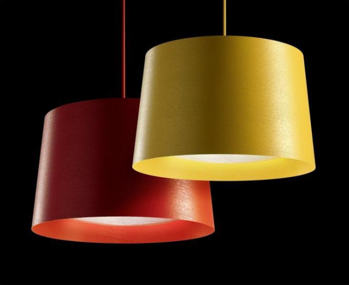Twiggy (Foscarini), design Marc Sadler, skelná vlákna, polykarbonát aocel, závěsné svítidlo 23 069 Kč, stolní lampa Terra 10 920 Kč, stropní svítidlo od 32 186 Kč, stolní lampa Tavolo XL 25 110 Kč, www.bulb.cz