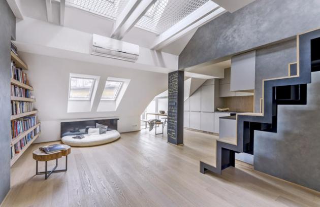 Pro pokrytí podlah vobou patrech byl zvolen shodný materiál – trojlamelové parkety zkartáčovaného olejovaného dubu (Stilparkett), který posloužil také jako krytina interiérového schodiště. Jednotlivé lamely propojují spodní ahorní patro. Tento prvek je velice efektní obzvlášť při pohledu shora