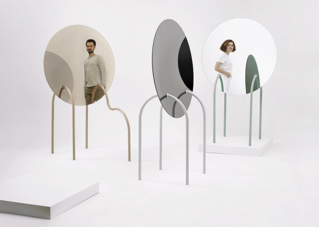 Kolekce volně stojících zrcadel Mirror Stage