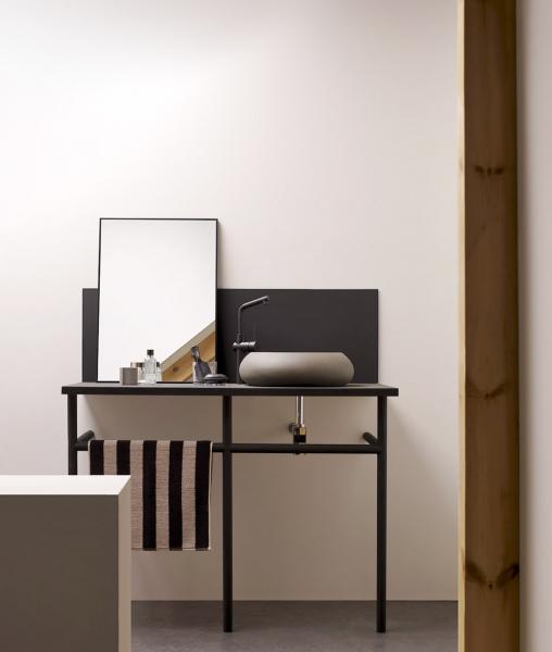 Umyvadlo ze série Novales  (The Bathco), 45 × 13cm, světle hnědý nebo béžový cementový povrch,  cena kdoptání, www. perfecto.cz