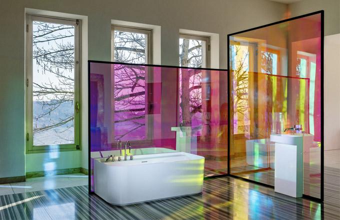 Samostatně stojící vana z materiálu Sentec kopíruje linie umyvadel a je perfektním solitérním kouskem do větších koupelen, cena 96 584 Kč