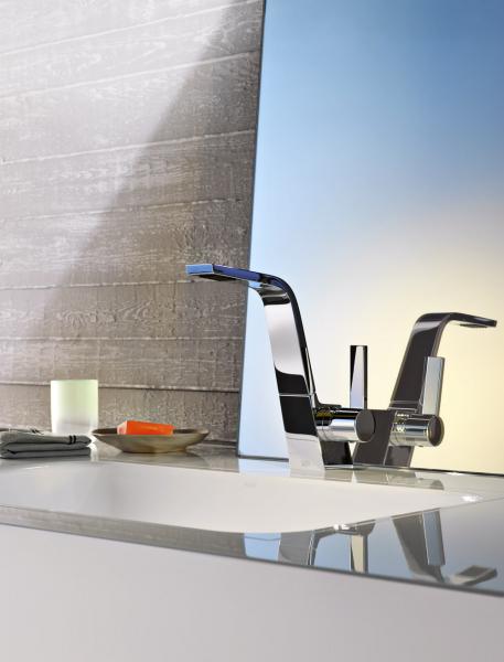 Koupelnová armatura CL.1 (Dornbracht), výběr ze dvou rukojetí, prvek Sprayface, povrch chrom nebo matná platina, cena na dotaz,  www.dornbracht.com