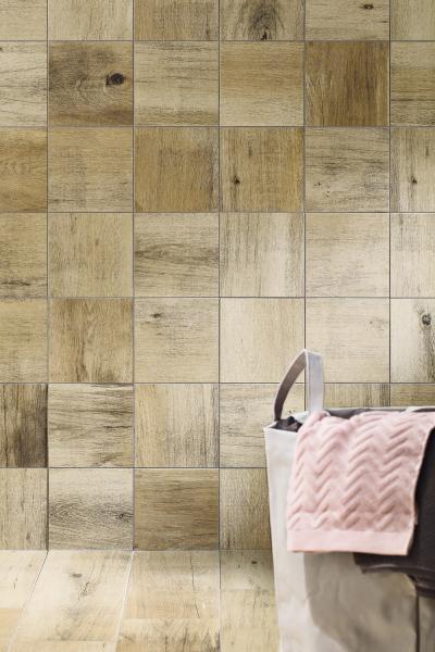 Obklad ze série Saloon je k dispozici v mnoha formátech včetně řezaného 20 × 20 a 5 × 5 cm, cena od 757 Kč/m2