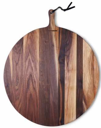 Prkénko Extra Large Bread Board (Dutch Deluxes), masivní dub či ořech, více rozměrů, orientační cena od1500 do5650Kč,www.food52.com