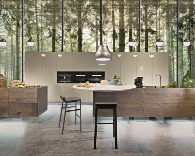 Kuchyňský koncept 36e8 (Lago), design Daniele Lago, kuchyňský ostrůvek 36e8 provedení Wildwood zručně opracovaného dubu apracovní deska zlakovaného tvrzeného skla vlesklém povrchu, kuchyňská skříň 36e8 zlakovaného tvrzeného skla vlesklém povrchu, cena 1245000Kč včetně spotřebičů, WWW.LAGO.CZ