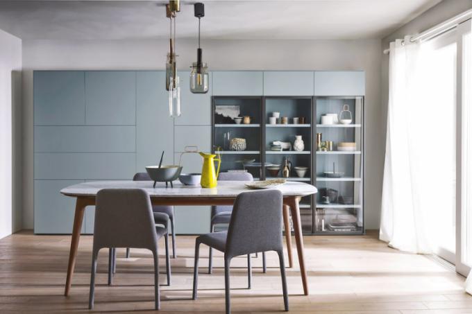 Stůl Hanami (Novamobili), design Matteo Zorzenoni, konstrukce ze dřeva, mramorová deska, 200 × 100 ×76,5cm, cena od 73 791Kč, www.casamoderna.cz
