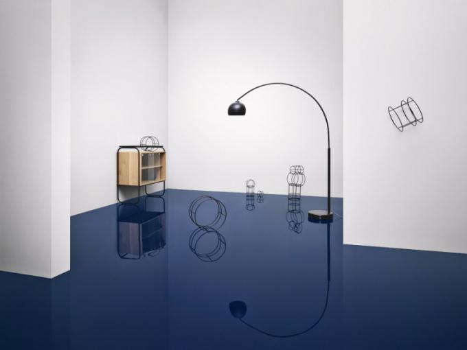 Giro (Bolia), design Yonoh, olejovaný dub aohýbaný kov, 103 × 111,6 × 50cm, cena 37865Kč, www.bolia.com