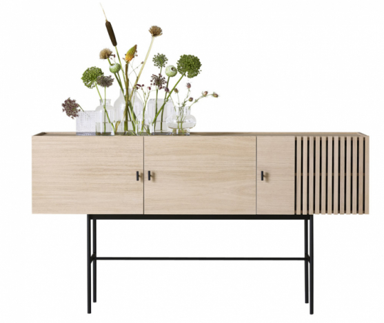 Array (Woud), design Says Who, dřevo akov, 97 × 44 × 180cm, cena 51160Kč, www.woud.dk