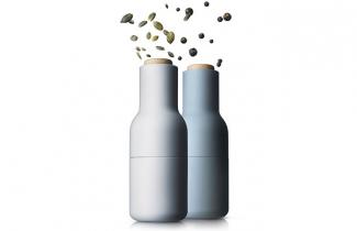 Mlýnky Derwent (Cole Mason), mlecí mechanismus u obou mlýnků má nastavitelnou hrubost mletí, masivní konstrukce z nerezu a akrylu, mlýnky jsou dodávány již naplněné, cena 1 499 Kč,  www.kuchyn-domov.czDánské mlýnky Bottle (Menu), díky obrácené konstrukci se sůl a pepř nesypou samovolně ven, otočením dřevěné části nastavíte hrubost mletí, cena 1850Kč/2 ks,  WWW.DESIGNVILLE.CZ