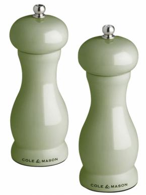 Mlýnek Green Oxford (Cole Mason), unikátní mlecí systém koření nedrtí, ale loupe a díky tomu naplno využije jeho sílu a vůni, cena na dotaz,  www.kuchyn-domov.cz