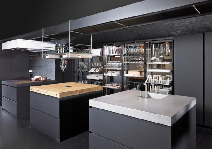 Kuchyňský koncept Work's (Eggersmann), provedení melamin, nano povrchová úprava, přírodní dub, LED osvětlení, cena dle realizace, www.sedlakinterier.cz