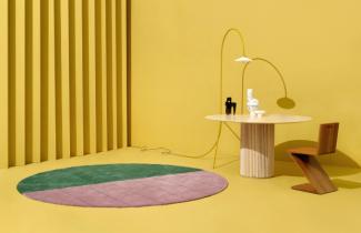 Monica Khemsurovová a Jill Singerová, zakladatelky Sight Unseen, využily možnosti a pomocí online aplikace Rug Designer od Kasthallu vytvořily dva koberce, které byly letos představeny na prestižním veletrhu nábytku ve Stockholmu.