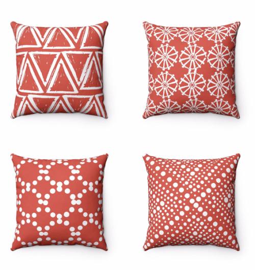 Venkovní polštáře zkolekce Coral, nepromokavá aplísním odolná textilie vrůzných dekorech, vevíce velikostech, 100% polyester, orientační cena 950 Kč/ks,  www.buttercupforrest.com
