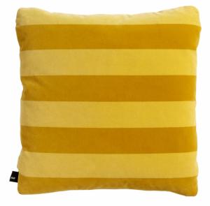 Dekorační polštář Soft Stripe (Hay), rozměr 50 ×50cm, potah ze 100% bavlny, péřová výplň, cena 2210Kč, www.connox.com