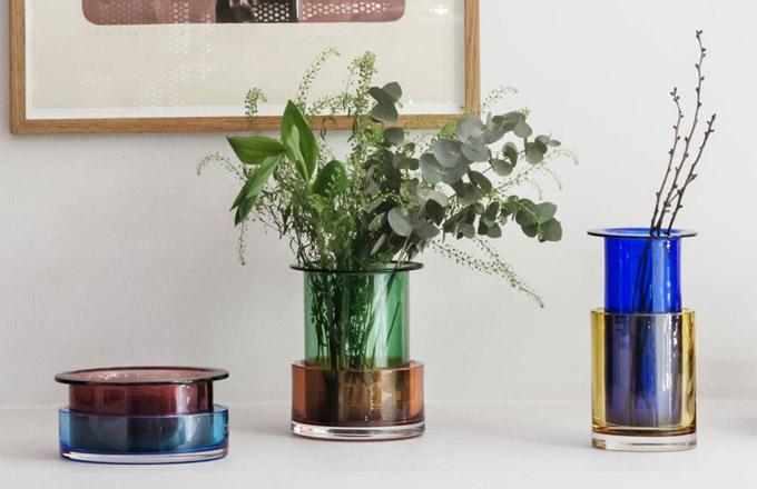 Ukázkou skutečně vydařeného zpracování barevného skla jsou vázy Tricolore.