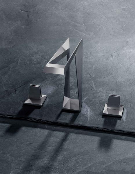 Na 3D tisk se již dlouho nahlíží jako na výrobní technologii budoucnosti. Komponenty vytvořené 3D tiskárnami nastavují nové standardy pro prémiové výrobce v automobilovém a leteckém průmyslu. Role průkopníka v sanitárním průmyslu se ujala společnost GROHE svou nabídkou baterií GROHE Atrio Icon 3D a GROHE Allure Brilliant Icon 3D, které jsou vyrobeny 3D tiskem z kovu