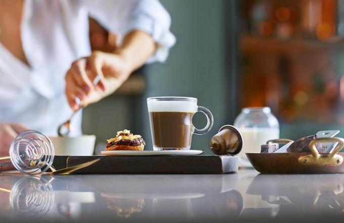 Naše snaha najít dokonale vyváženou kávu s mlékem se inspirovala řemeslem profesionálních baristů a přemýšlením nad tím, co naši zákazníci očekávají a proč kávu smlékem pijí, uvedl Karsten Ranitzsch, Head of Coffee ve společnosti Nespresso.