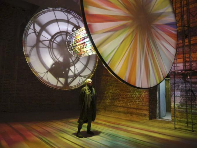 SVĚTLO VUMĚNÍ Světlo se stalo oblíbeným vyjadřovacím prostředkem mnoha světových tvůrců. Jste-li obdivovateli žánru, určitě navštivte okouzlující expozici Centra pro mezinárodní světelné umění vUnně, které vzniklo vprostorách bývalého pivovaru. WWW.LICHTKUNST-UNNA.DE