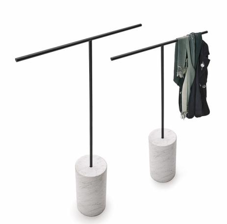 Věšák Tonbo (Living Divani), design Junpei a Iori Tamaki Design Studio, kov, mramor, cena nadotaz, www.stockist.cz