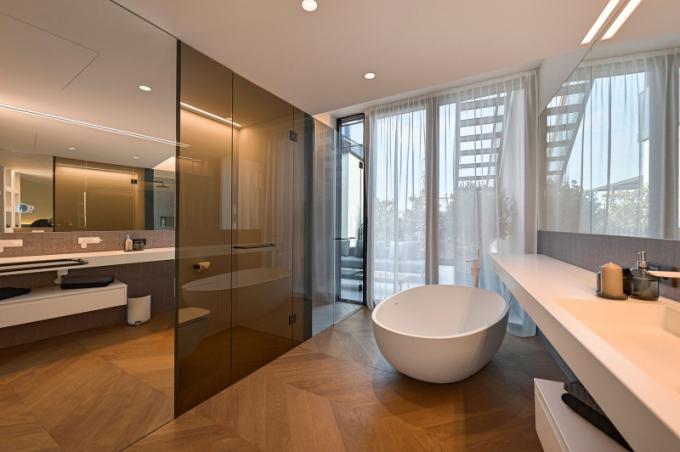 Studio FADD Architects u tohoto projektu spolupracovalo na návrhu nábytku na míru s místními řemeslníky.