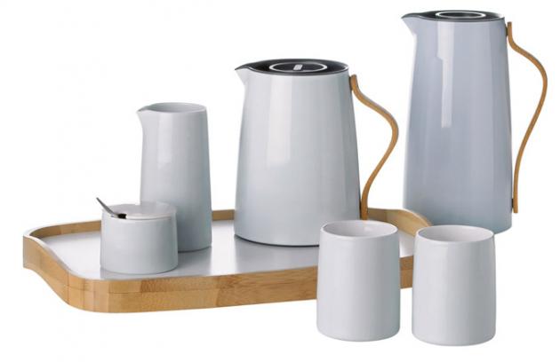 Čajový set Emma (Stelton), nerezová ocel, plast abukové dřevo, cena konvice 2750Kč, cena konvičky 830Kč, www.designville.cz