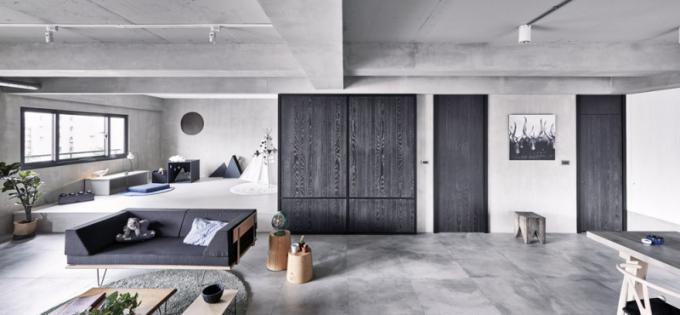 Odkládací stolky ze světlého dřeva odkazují najaponskou tradici voblasti zařizování interiérů