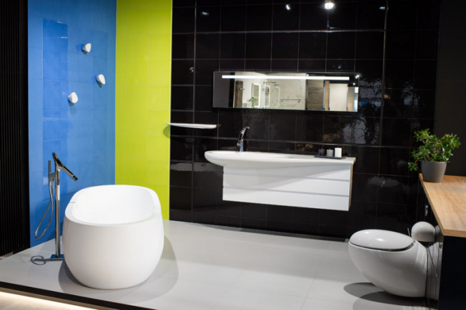 Designová Perla Francouzský návrhář Philippe Starck propůjčil své jméno prvotřídní koupelnové kolekci značky AXOR. Obklady, nesoucí jeho jméno, pomocí střídání lesklých a matných ploch, dodávají prostoru neuvěřitelnou dynamičnost. Baterie, připomínající větev stromu, umyvadlo ve tvaru listu a úchytky jako mořské kamínky, přenáší ideu organických tvarů přímo do Vaší koupelny.
