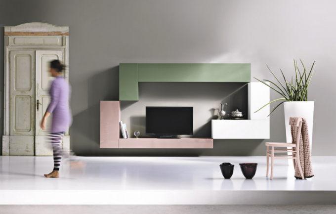 Obývací stěna 36e8 (Lago), design Daniele Lago, čelní plochy zlakovaného lesklého skla, cena 126875Kč, www.lago.cz