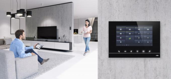 Multifunkční dotykový pro systém ABB-free@home (ABB)  se sedmipalcovým displejem, www.nizke-napeti.cz.abb.com