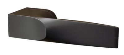 Rozetové kování Q Ultima (Cobra), design Novaque, Red Dot Design Award 2019, černá nebo niklová matná varianta, cena od3812Kč, www.matekliku.cz