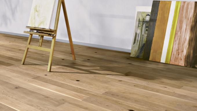 Dřevěná podlaha 12.0 Dub (ter Hürne), olejovaný akartáčovaný povrch, cena 1240 Kč/m², www.hornbach.cz