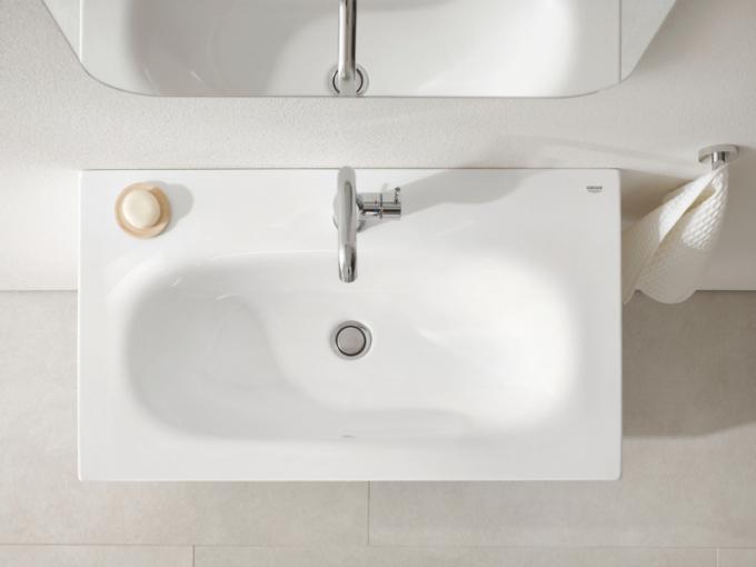 Krása ve své nejčistší podobě: GROHE představuje novou řadu sanitární keramiky Essence
