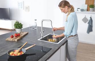 Systém GROHE Blue Home je nyní k dispozici také s flexibilním vytahovacím perlátorem a ovládáním pomocí mobilní aplikace