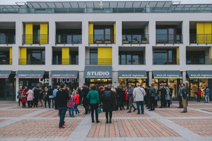 Slavnostní otevření nového studia interiéru a osvětlení dvou showroomů Aulix a Casamoderna proběhlo 16. května 2019 v Dolních Břežanech