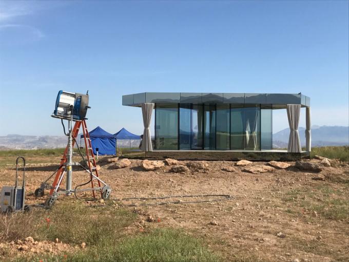 Pouštní dům La Casa del Desierto se nachází v poušti Gorafo v provincii Granada ve Španělsku. Dům se objevil v jedné z epizod nové řady britského televizního seriálu Black Mirror. (Foto: PRAM Consulting)