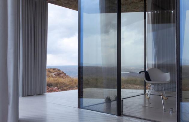 Pouštní dům je průkopnický projekt Guardian Glass na Pyrenejském poloostrově s cílem ukázat význam skla napříč všemi ročními období v drsném pouštním prostředí. (Foto: Jose Navarrete)