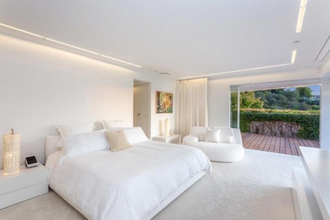 Herec Orlando Bloom, který se nejvíce proslavil filmovou rolí Legolase v trilogii Pán prstenů, se rozhodl prodat nově zrekonstruovaný dům v Beverly Hills za 9 milionů dolarů.