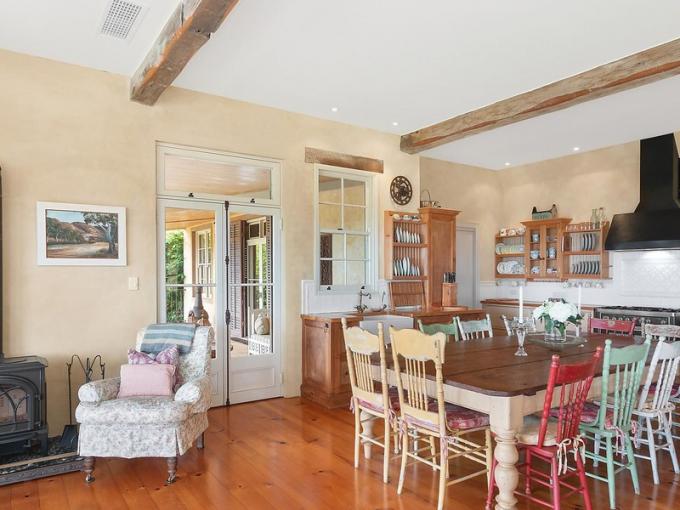 Dům je zařízený ve venkovském stylu sfrancouzskou elegancí.
