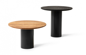 V dokonalé rovnováze objemů a prvků s redukovanou minimální tloušťkou – takové jsou dekorativní stolky Mush (Cappellini) od designéra Giulia Cappelliniho. Kruhové a válcové tvarosloví se setkává v plně sofistikovaných materiálových kombinacích, jakými jsou například dubové dřevo, moderně upravený kov či mramor. K dispozici jsou ve dvou různých výškách. Cena od 21 780 Kč, WWW.KONSEPTI.COM