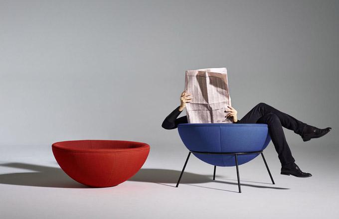 Kolekce křesel Bardi's Bowl (Arper), která byla na trh uvedena poprvé v roce 1951 designérkou italsko-brazilského původu Linou Bo Bardiovou, dostala další šanci zazářit. Tento polokruhový solitér na lehké kovové podnoži je aktuálně vyráběn v limitované edici čítající 500 ks a každý jednotlivý kus si nese označení v ediční číselné řadě. K dostání je nově ve třech variantách – v krémovém, modrém a fialovém látkovém čalounění, přičemž samotné polštáře a sedáky lze kombinovat. Cena na dotaz, WWW.LINO.CZ
