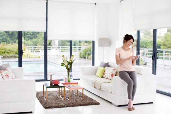 Plně sofistikovaná obsluha interiérového stínění využitím technologie TaHoma od společnosti Somfy, více na  www.somfy.cz