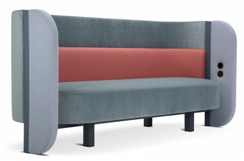 Sofa Bigala (Adrenalina), design Roberto Giacomucci, kov, dřevo, velmi hustá polyuretanová pěna, textilie, zabudované konektory USB aSchuko, cena nadotaz, www.adrenalina.it