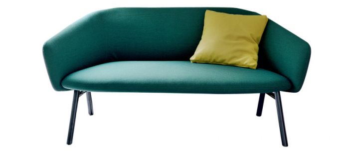 Sofa Tuile (Kristalia), design Patrick Norguet, lakovaný kov, textilie dointeriéru iexteriéru, cena od82890Kč,  www.puntodesign.cz